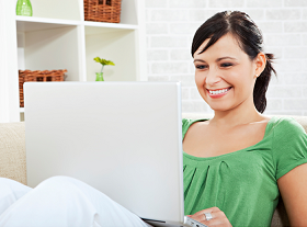 800px-Shopware-general-Woman-and-Laptop