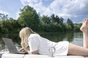 girl-on-laptop-on-boat-wifi