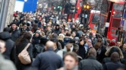 Shoppers-out-in-Londons-O-007